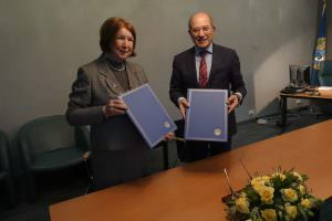 OPCW Director-General Ahmet Üzümcü (right) and IUPAC President Natalia Tarasova signed a MOU pledging to enhance cooperation to keep abreast of developments in chemistry, responsibility and ethics in science, and education and outreach. (1 Dec 2016)